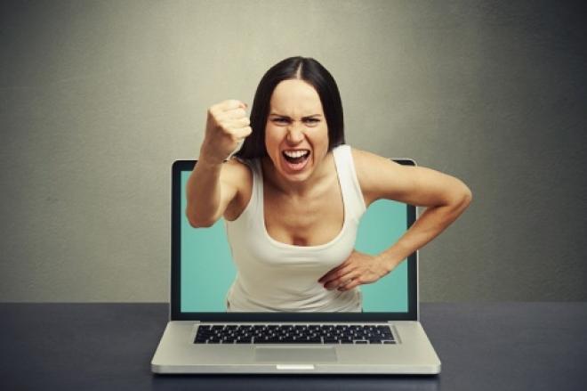 Жительницу Самары оштрафовали за оскорбления, нанесенные обидчице в соцсетях