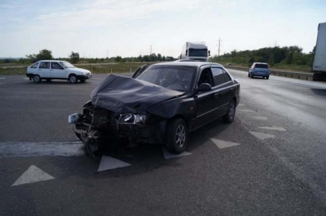 Фура Scania врезалась протаранила Hyundai под Сызранью
