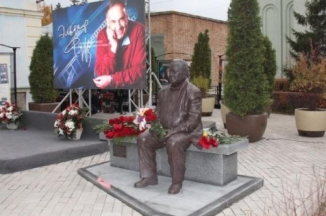 В Самаре презентовали первый в России памятник Эльдару Рязанову