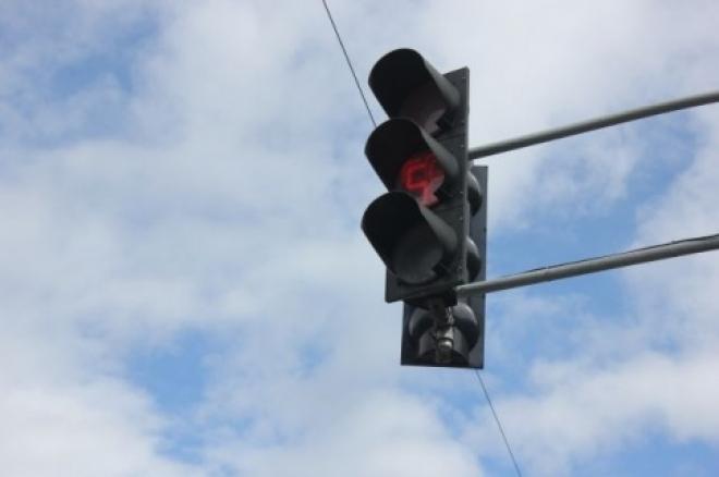 На Московском шоссе мигают желтые светофоры