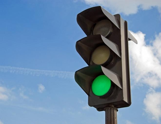 Территорию возле четырех самарских школ оборудуют светофорами
