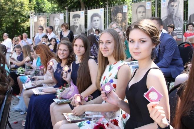 Самарские депутаты предлагают вернуть льготы медалистам