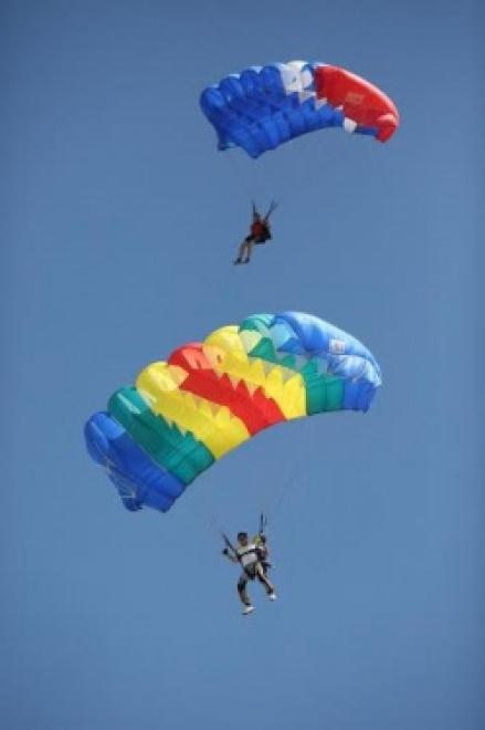 На молодежном форуме «iВолга» впервые соревновались парашютисты