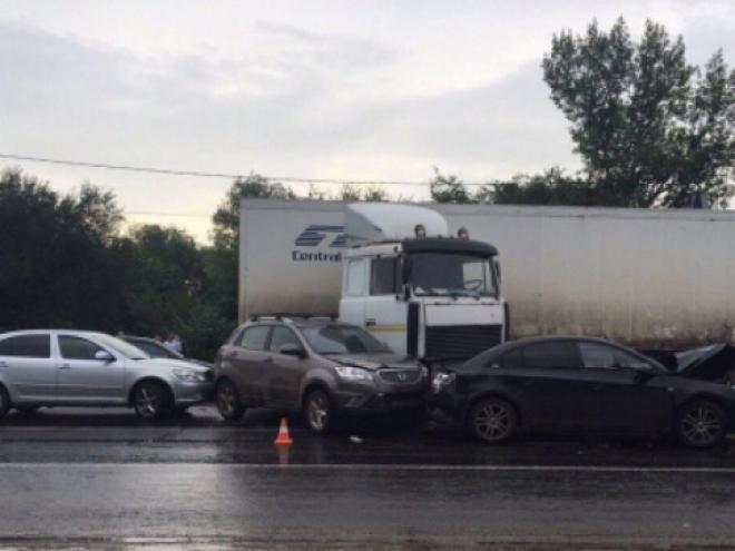 В Самарской области произошло крупное ДТП: «МАЗ» столкнулся с 5 автомобилями