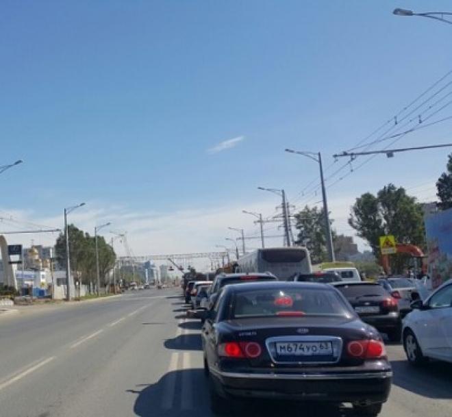 Машины в районе Московского шоссе едут «со скоростью улитки»