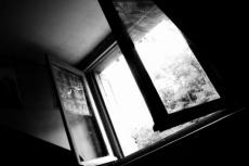 4-летний мальчик из Тольятти, выпав с восьмого этажа, чудом остался жив