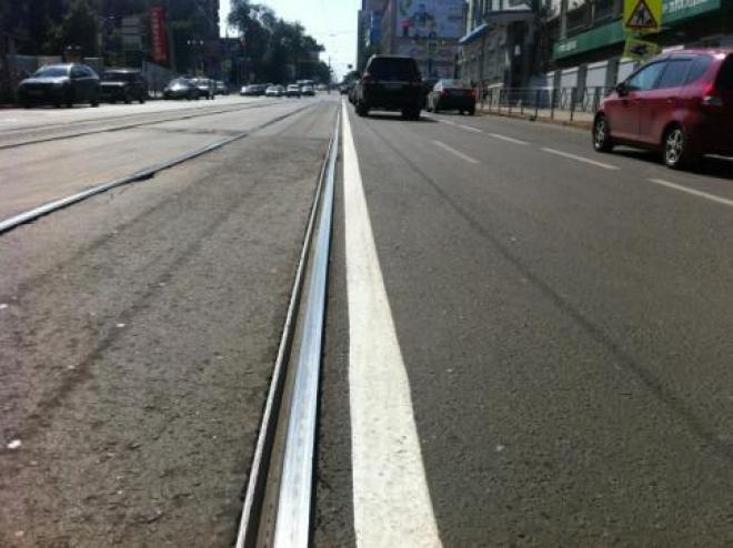 В Самаре трамвайные пути выделили сплошной линией разметки