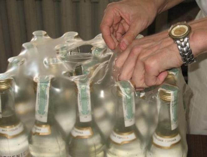 В Тольятти пол-литровая бутылка водки стоит 30 рублей